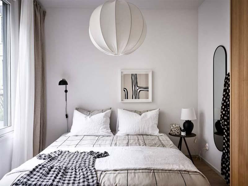 kleine slaapkamer grote spiegel
