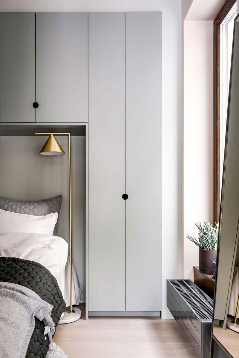 kleine slaapkamer kast rondom bed