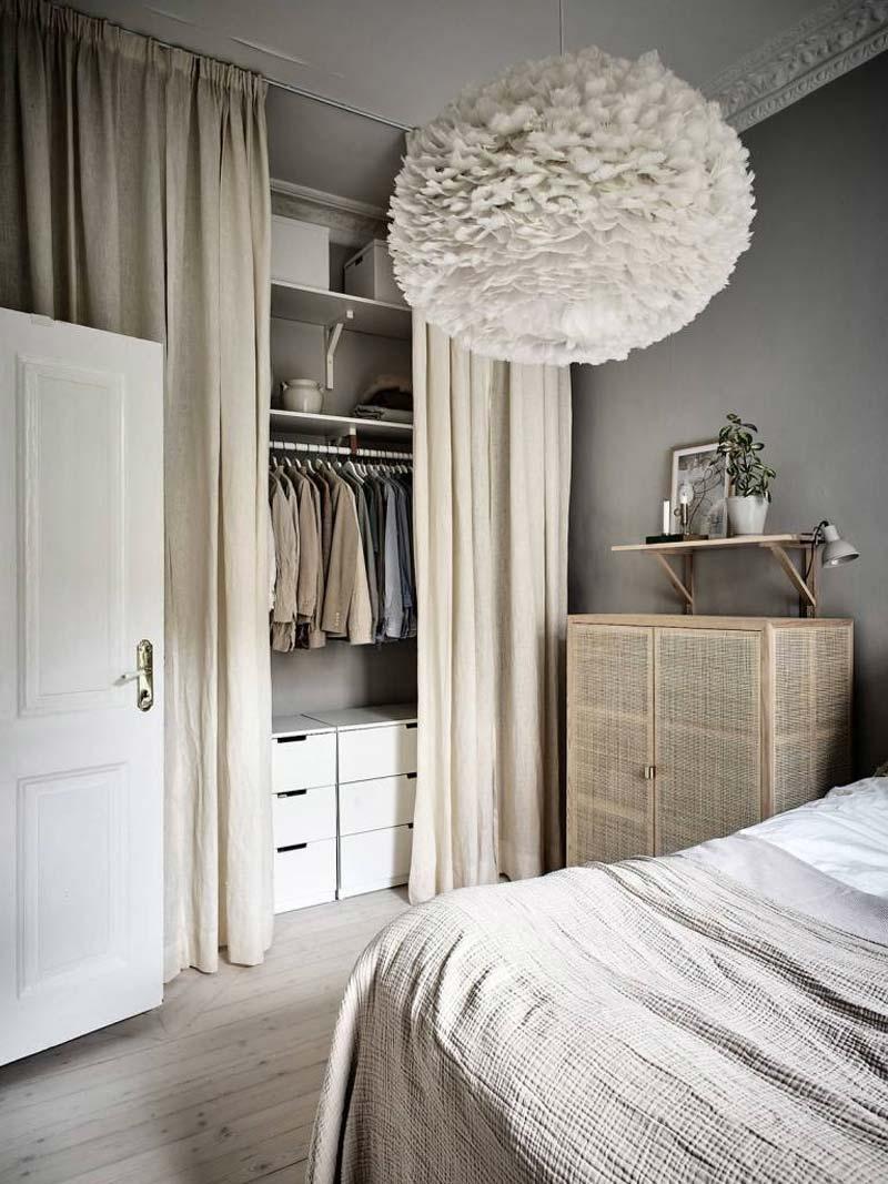 kleine slaapkamer lange gordijnen kledingkast