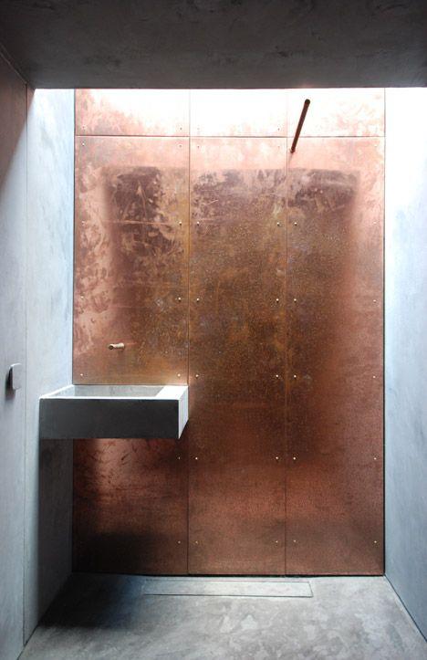 koperen muur badkamer