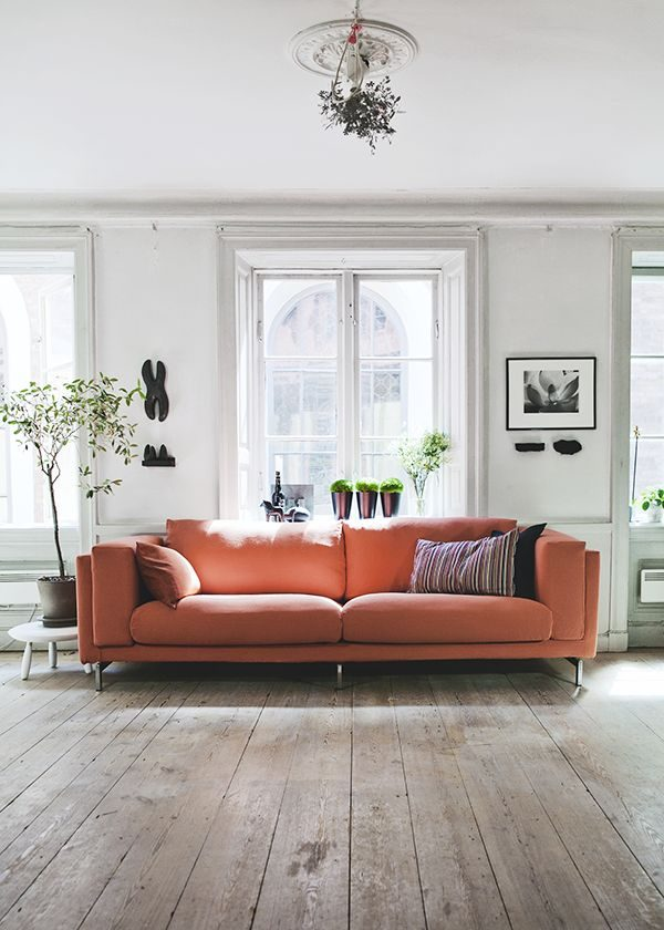 Koraalkleur in de woonkamer thestylebox - Kleur moderne woonkamer ...