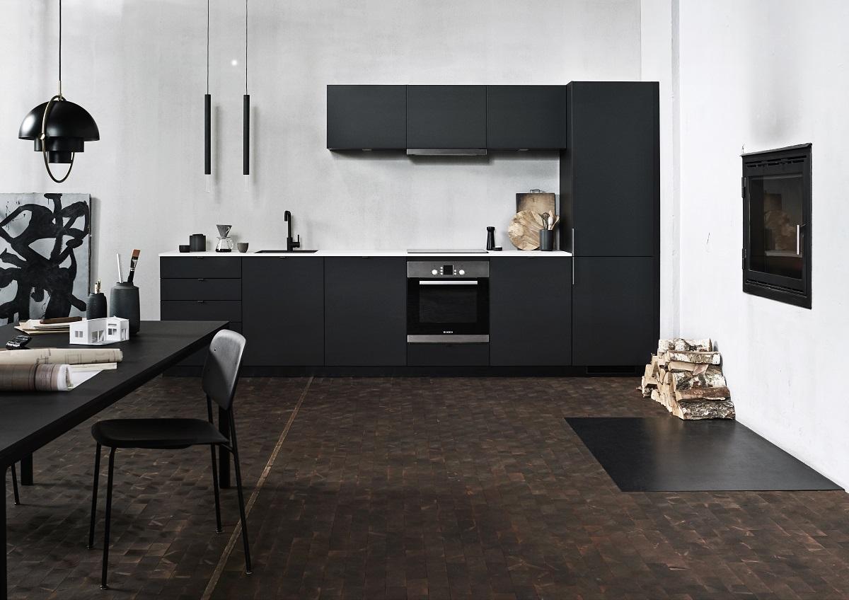 In de Kvik Bordo Black keuken komen stijlvol Deens design en ruw en verfijnd minimalisme samen.