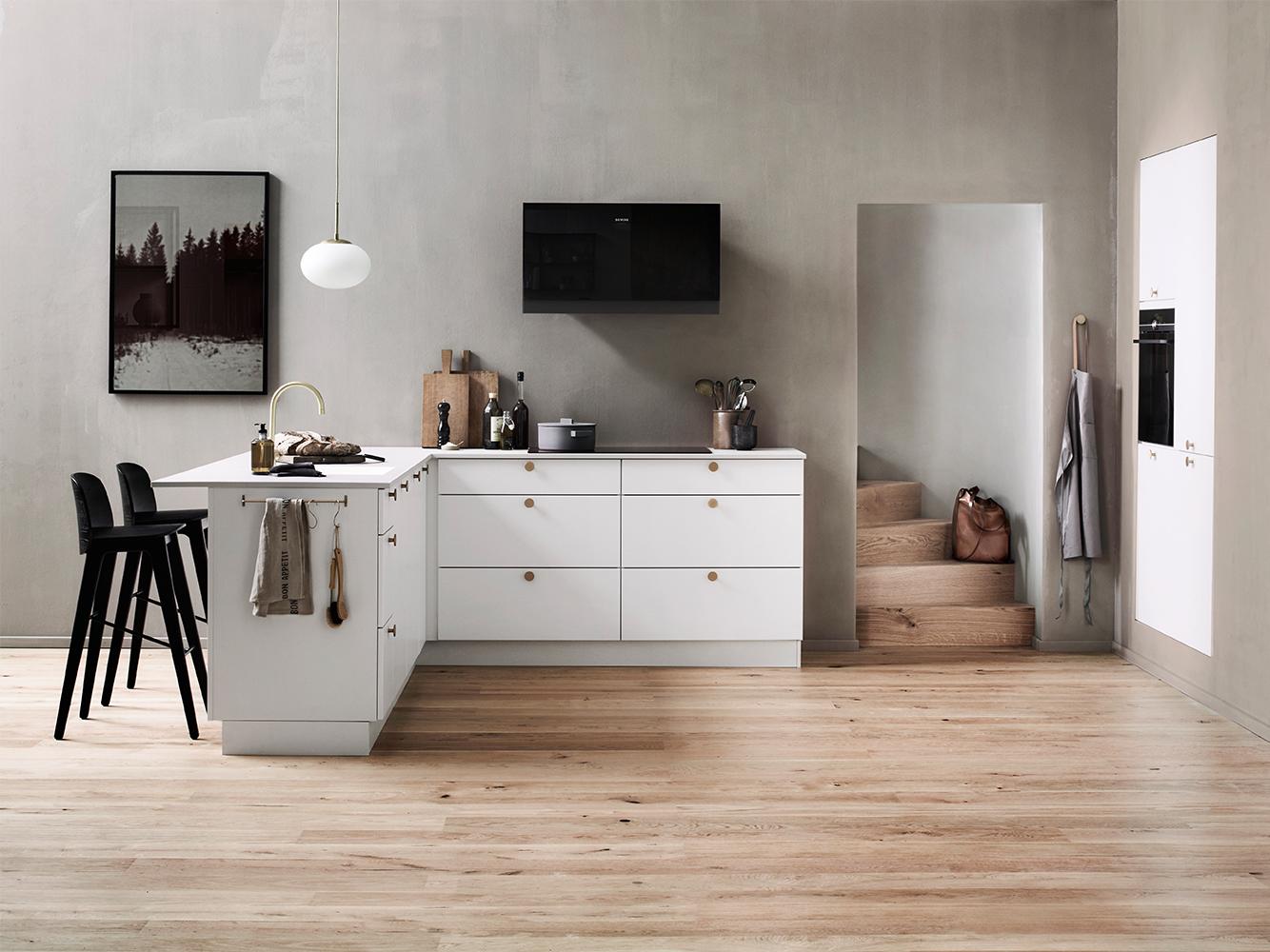 De Veda keuken van Kvik is een klassieke witte keuken waarvan je de uitstraling eenvoudig kunt veranderen, zodat je je persoonlijke stijl kunt laten zien.