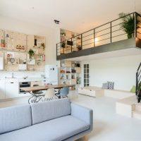 lichte gietvloer in woonkamer