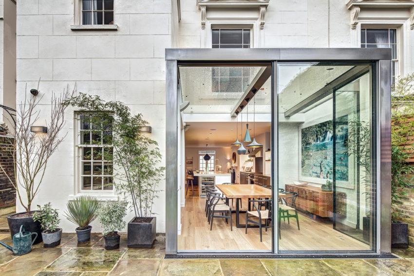 luxe glazen uitbouw moderne keuken