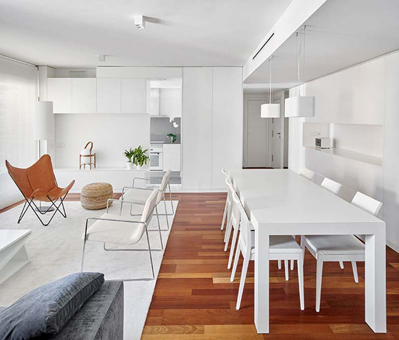 modern interieur eethoek witte eettafel