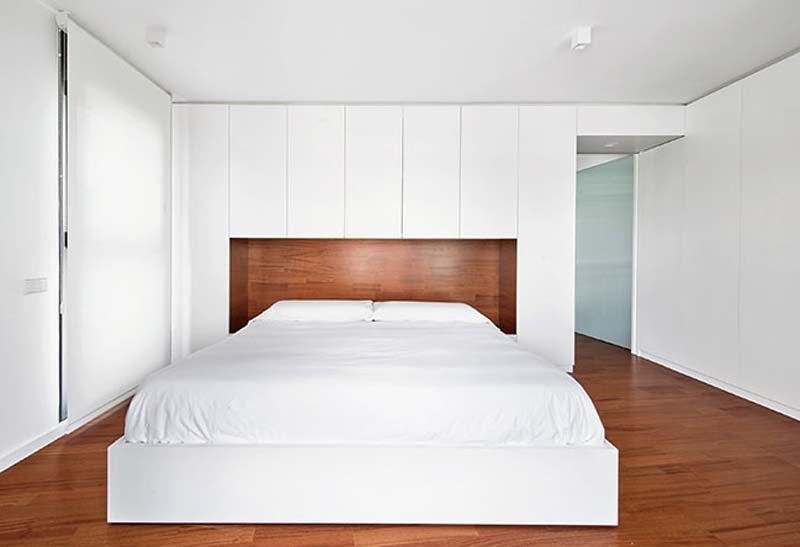 moderne slaapkamer kast op maat achter bed