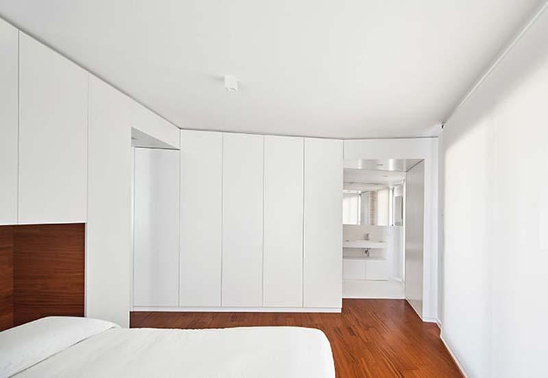 moderne witte slaapkamer inbouwkasten