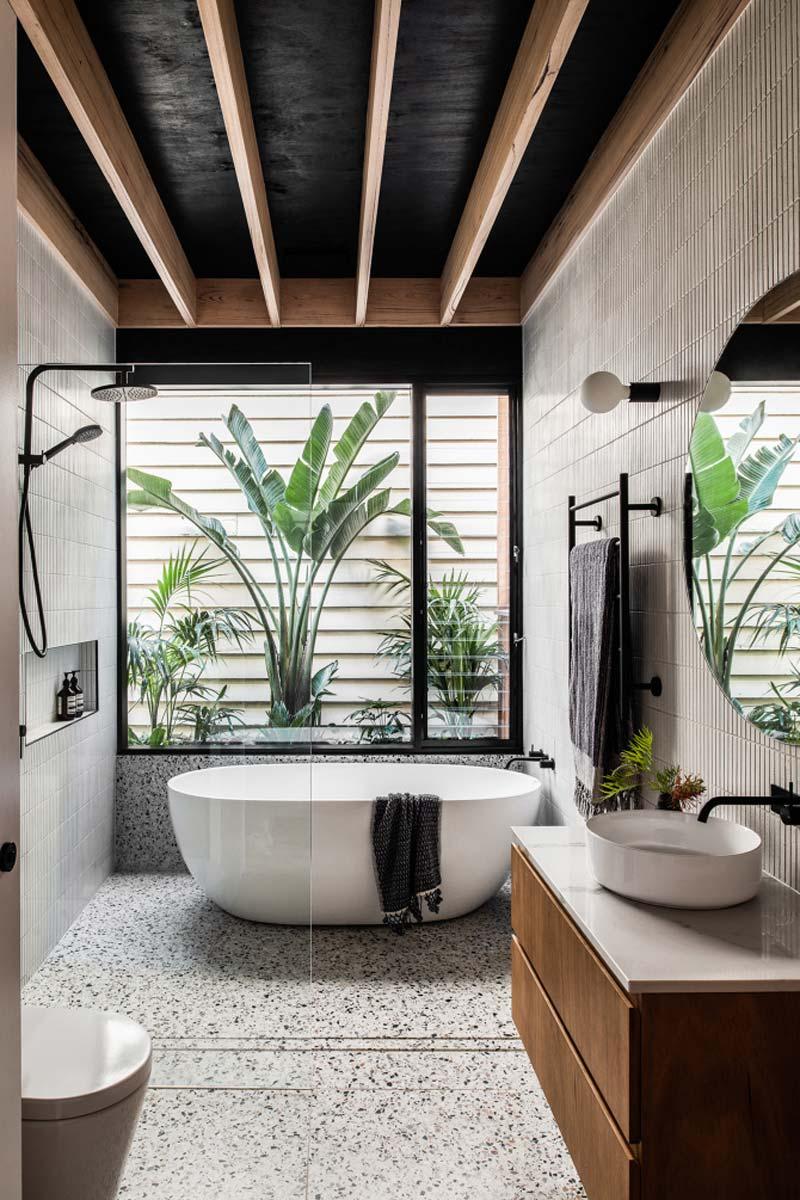 mooie moderne badkamer met een natuurlijke uitstraling