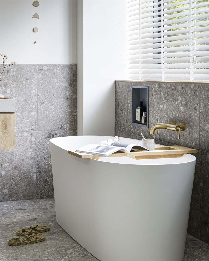 mooie vtwonen badkamer vrijstaand bad