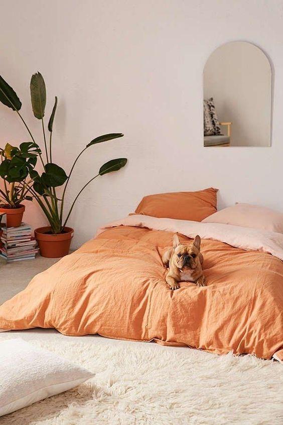 Oranje bedlinnen