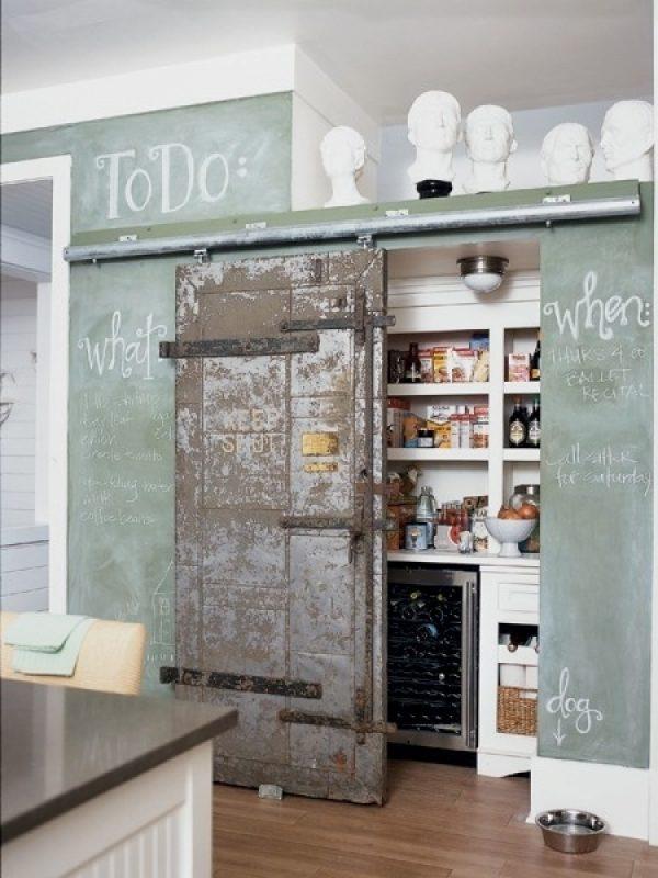 Oude deuren in het interieur thestylebox - Deco keuken oud land ...