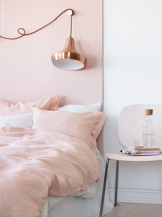 pastel-roze-muur-slaapkamer