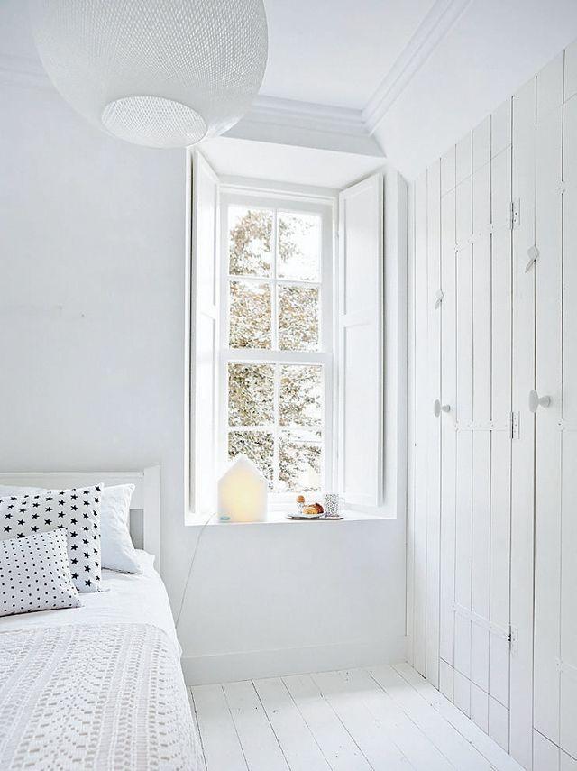 Hanglamp slaapkamer thestylebox - Moderne witte kamer ...