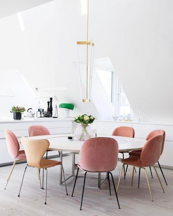 roze fluwelen eetkamerstoelen