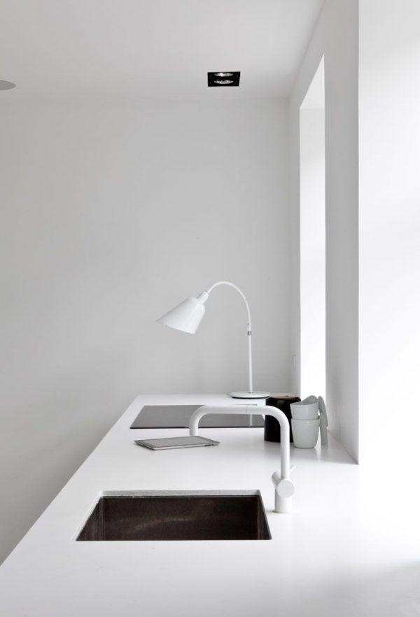 scandinavische witte keukenkraan
