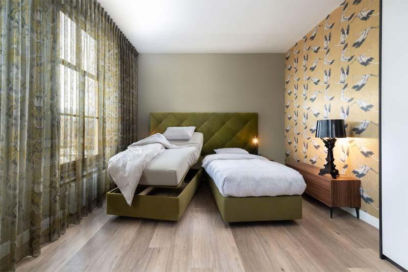senioren slaapkamer hoog laag bed