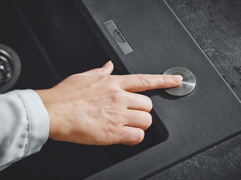 Spoelbak automatische afvoer knop