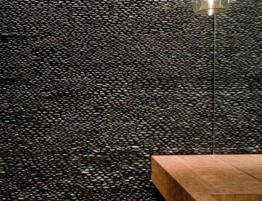 stenen muur badkamer