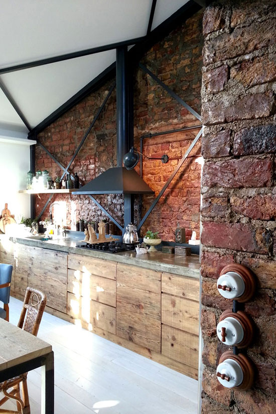 Stoere Keuken Hout : Kitchen with Exposed Brick and Wood
