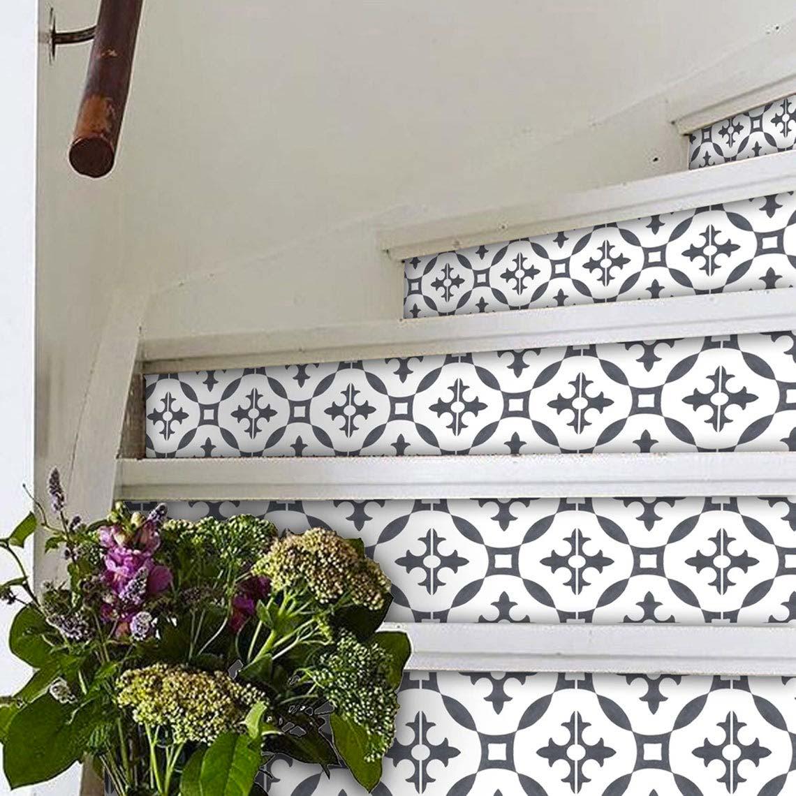 Wist je dat je ook de trap kunt beplakken met tegelstickers? Deze mooie tegelstickers zijn hier te koop.