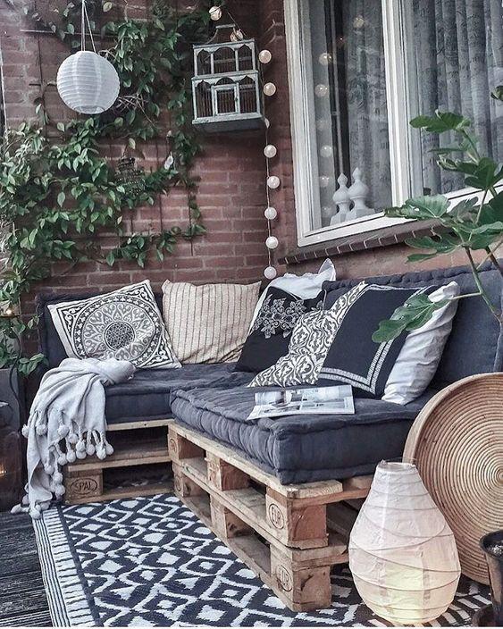 lounge set pallets