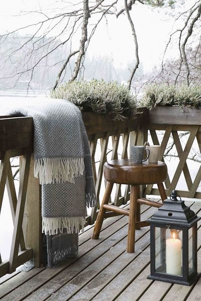 veranda-in-de-winter-plaids