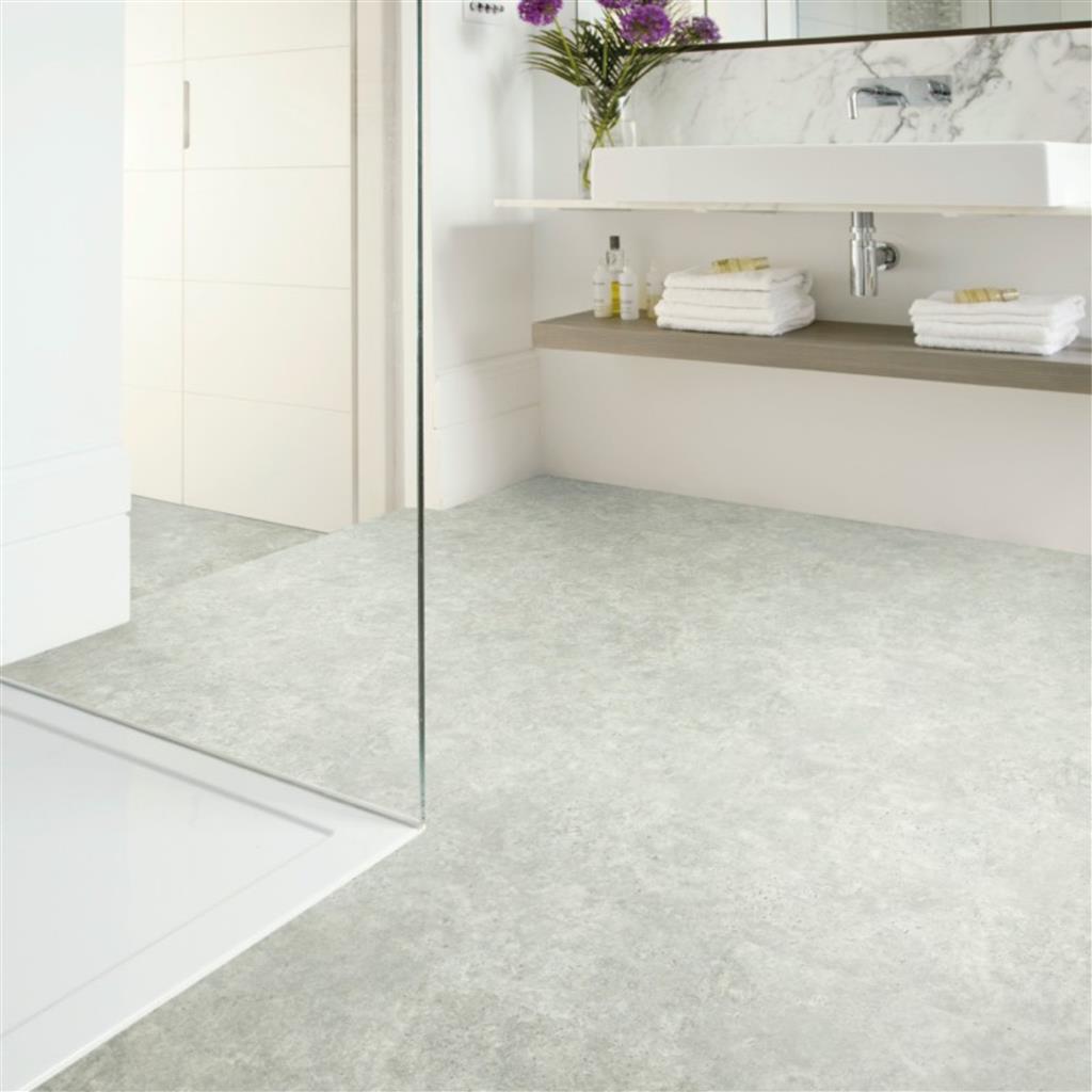 Mooie lichte badkamer met de IVC Primero Click Tiles limestone 46942