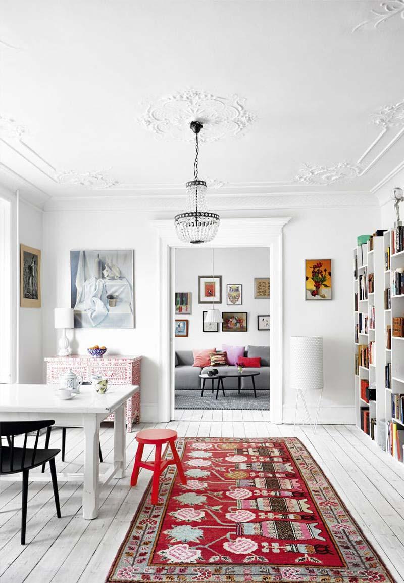 wit interieur kleurrijk vloerkleed