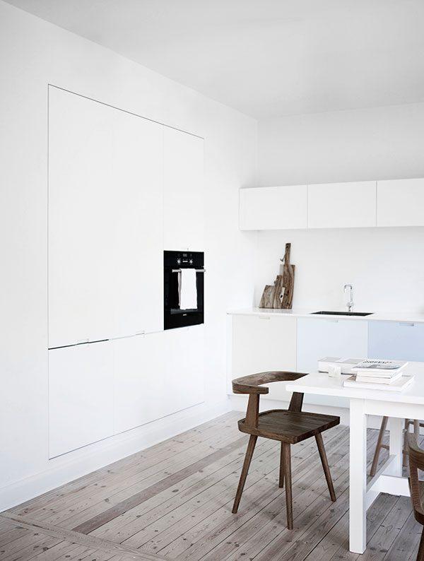 witte keuken binnenkijken