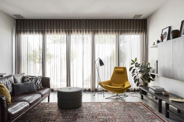 Donkere Vloerbedekking Slaapkamer : Huis met donker hout - THESTYLEBOX