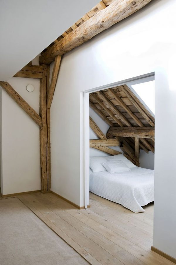 zolder slaapkamer hout