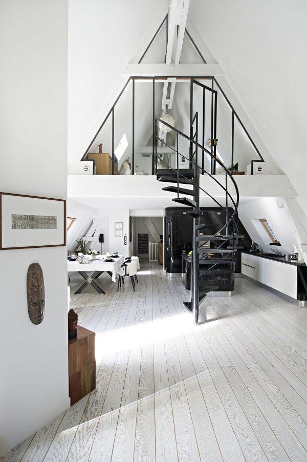 zwart stalen trap woonkamer
