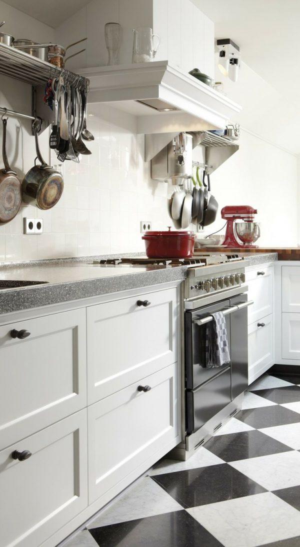 zwart wit keukenvloer in verschillende materialen