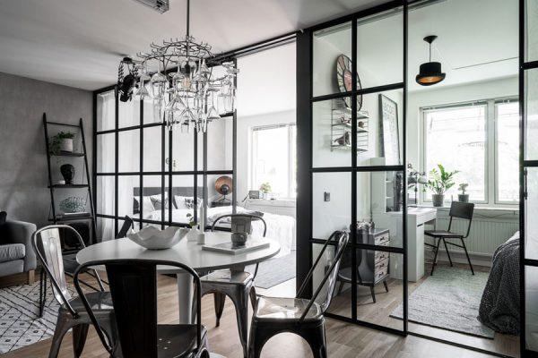 zwarte kozijnen zwarte meubels