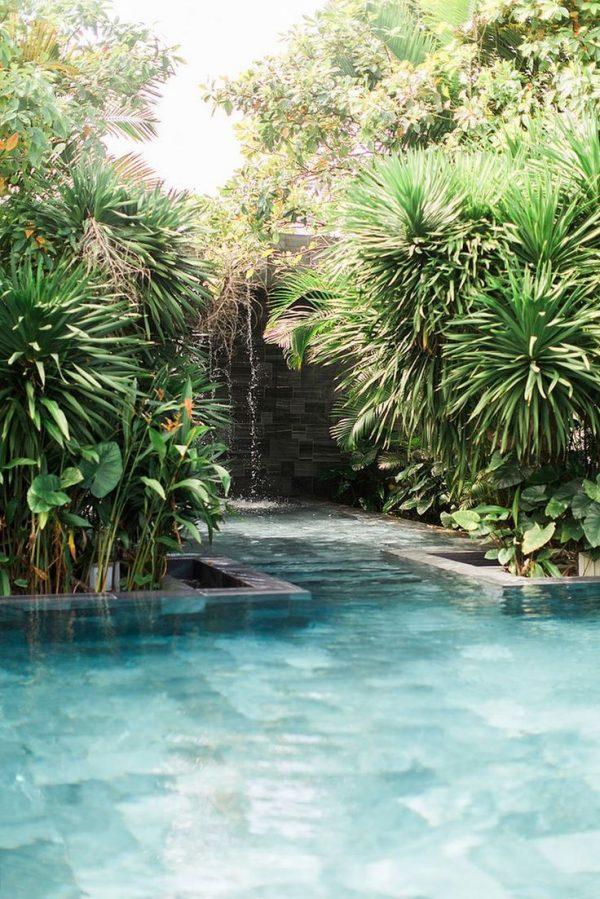 zwembad tuin groen