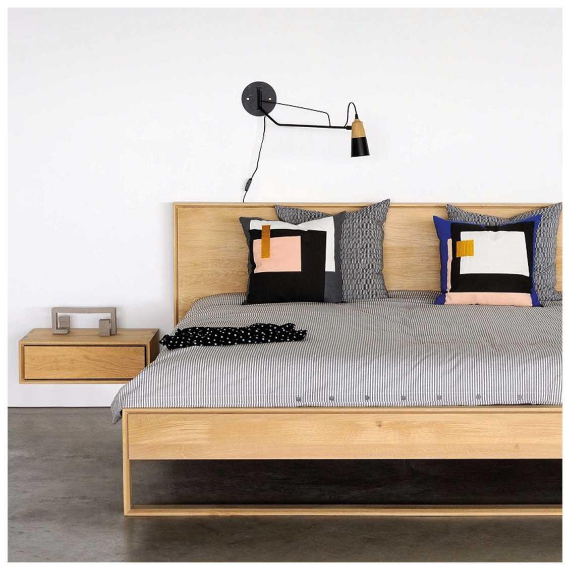 Zwevend houten nachtkastje van Ethnicraft